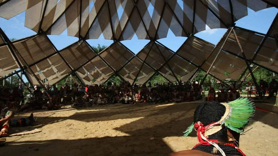 Vista da primeira reunião, realizada pelos índios de todo o mundo na Aldeia Kari-Oca montada em Jacarepaguá, Rio de Janeiro