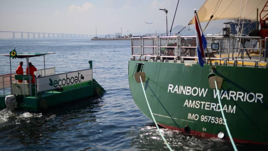 Navio do Greenpeace durante a Rio+20, no Rio de Janeiro