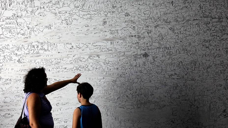 "Público durante exposições de ""Future Project"", no Forte de Copacabana"