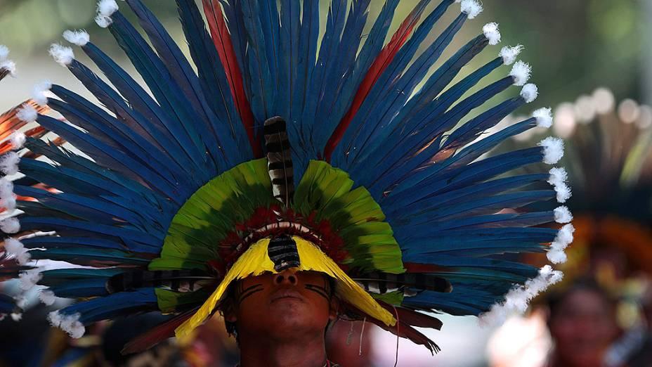 Indígena Xavante chega para primeira reunião realizada pelos índios de todo o mundo, na aldeia Kari-Oca. Indígenas apresentarão propostas estratégicas na Rio+20