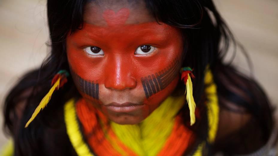 Criança da tribo Kayapó, na primeira reunião realizada pelos índios de todo o mundo, na aldeia Kari-Oca. Indígenas apresentarão propostas estratégicas na Rio+20
