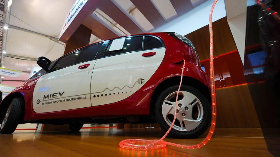 Empresa japonesa mostra veículo elétrico no Parque dos Atletas, local de experiências bem-sucedidas em matéria de desenvolvimento sustentável