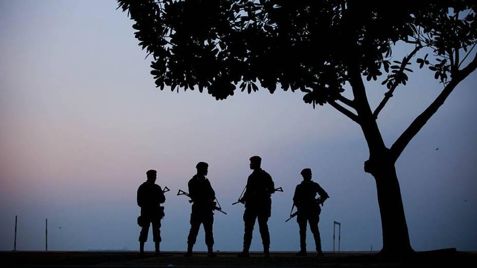 Militares e policiais fazem a guarda dos 38 hotéis, onde as delegações estão alojadas