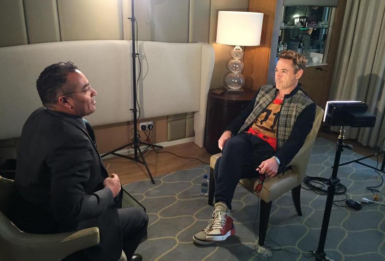 Robert Downey Jr. em entrevista com o jornalista Krishnan Guru-Murthy