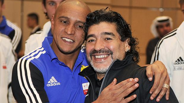 Roberto Carlos visitou Maradona (à dir.) em Dubai