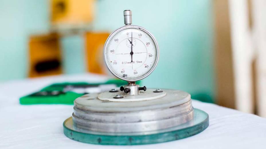 <p>Esferômetro usado para construir o foco do espelho primário</p>