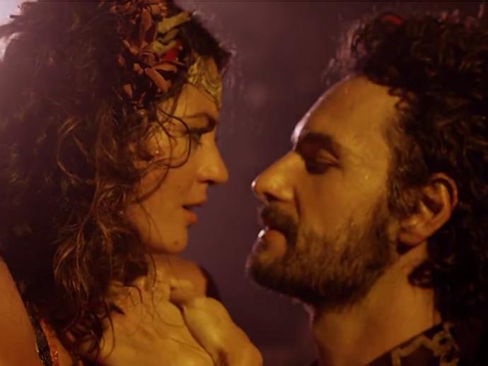 Afrânio (Rodrigo Santoro) e Iolanda (Carol Castro) vivem romance na estreia de Velho Chico