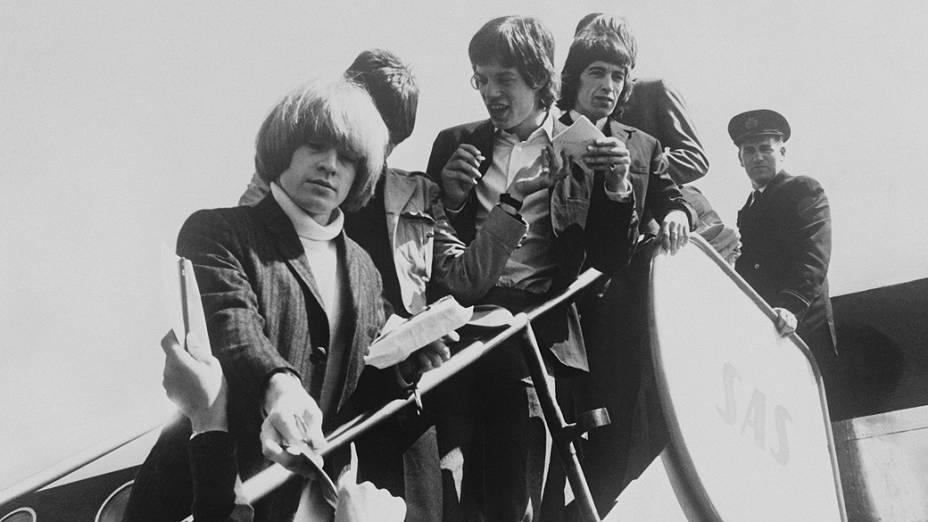 Rolling Stones no aeroporto de oslo, na noruega em 1965
