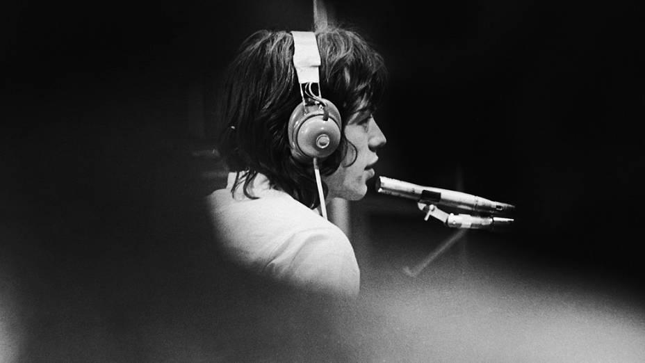 Mick Jagger dos Rolling Stones durante gravação em Londres no ano de 1968