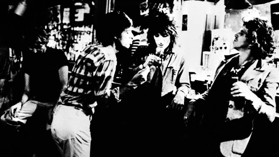 Membros do Rolling Stones na boate Trax em Nova Iorque no ano de 1977