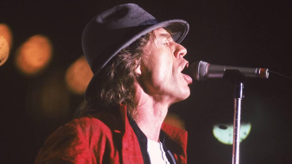 """Mick Jagger no show """"Voodoo Lounge"""", no Estádio do Pacaembu em São Paulo no ano de 1995"""