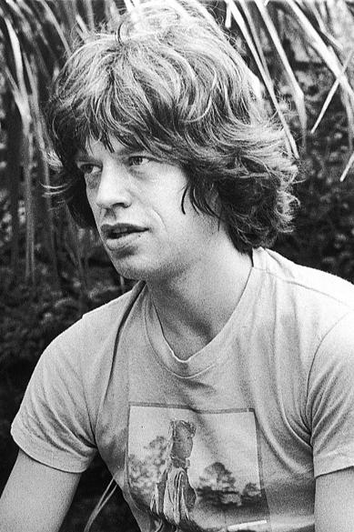 Mick Jagger, vocalista do conjunto Rolling Stones em 1975