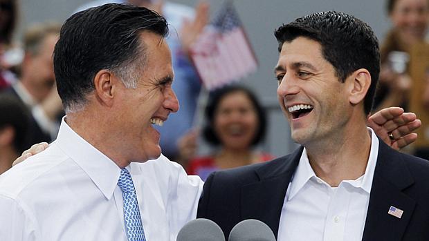 Escolha de Paul Ryan (dir) como vice mostra que o republicano Romney quer agradar os mais conservadores