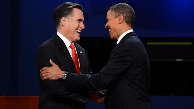 Mitt Romney e Barack Obama se cumprimentam antes de primeiro debate da disputa à Presidência dos Estados Unidos
