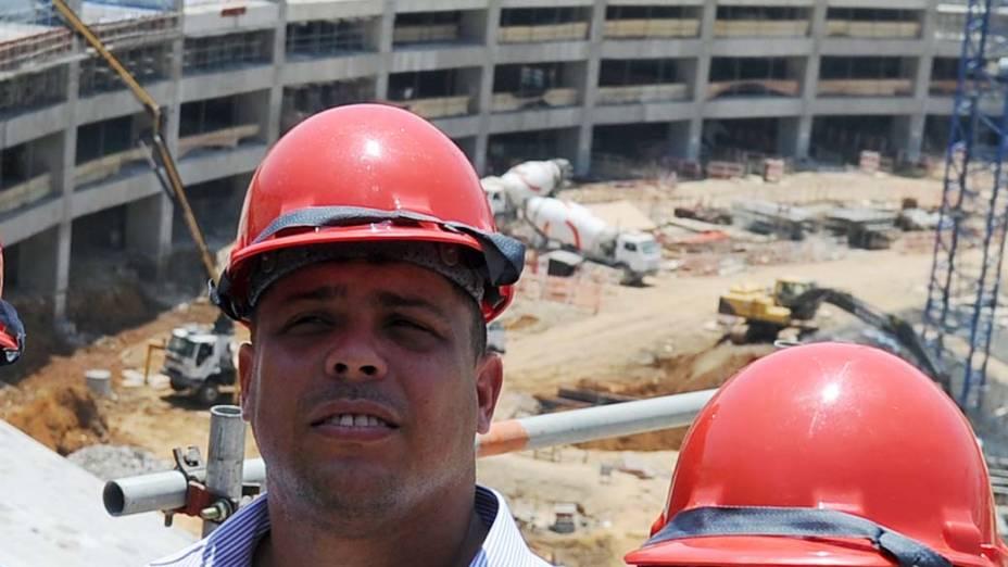 Ronaldo fala em cerimônia sobre a prevenção de acidentes no local de trabalho, durante uma visita ao Maracanã, no Rio de Janeiro