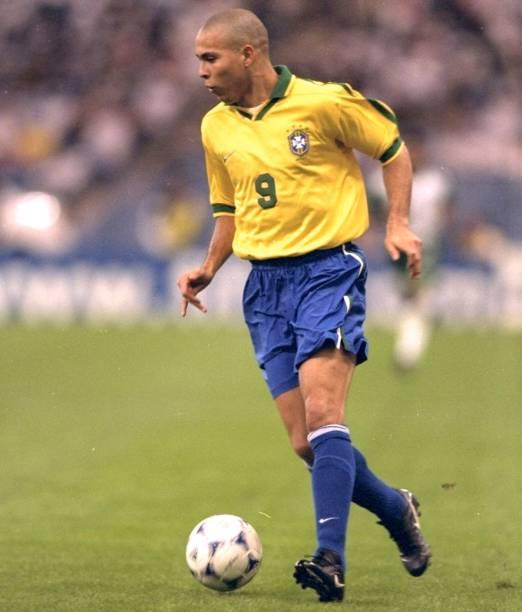 Ronaldo em ação na Copa das Confederações de 1997, quando o Brasil foi campeão