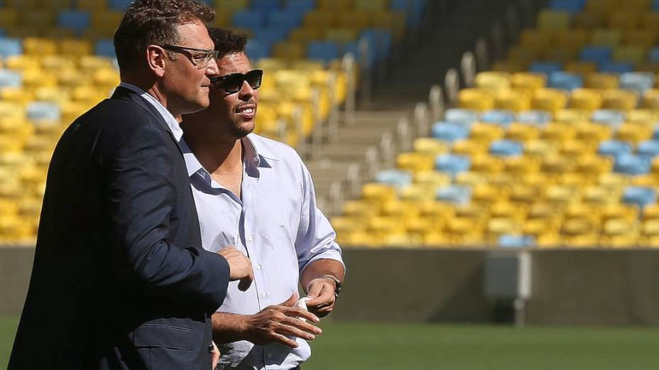 Valcke e Ronaldo no Maracanã, a um mês da abertura da Copa das Confederações