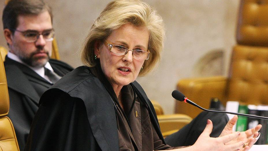 Ministra do Supremo Tribunal Federal (STF), Rosa Weber durante julgamento do mensalão, em 05/09/2012