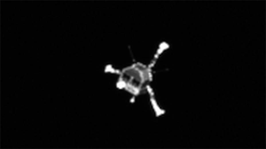 Robô Philae, fotogrado pela sonda Rosetta, rumo ao pouso no cometa67P/Churyumov-Gerasimenko