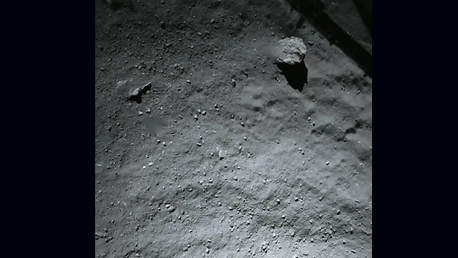 Imagem do primeiro local de pouso no cometa, fotografada pelo robô Philae a 40 metros de altura
