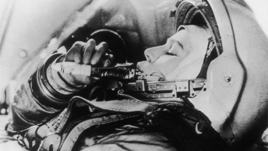 <p>Valentina Tereshkova treinando para ir para o espaço</p>