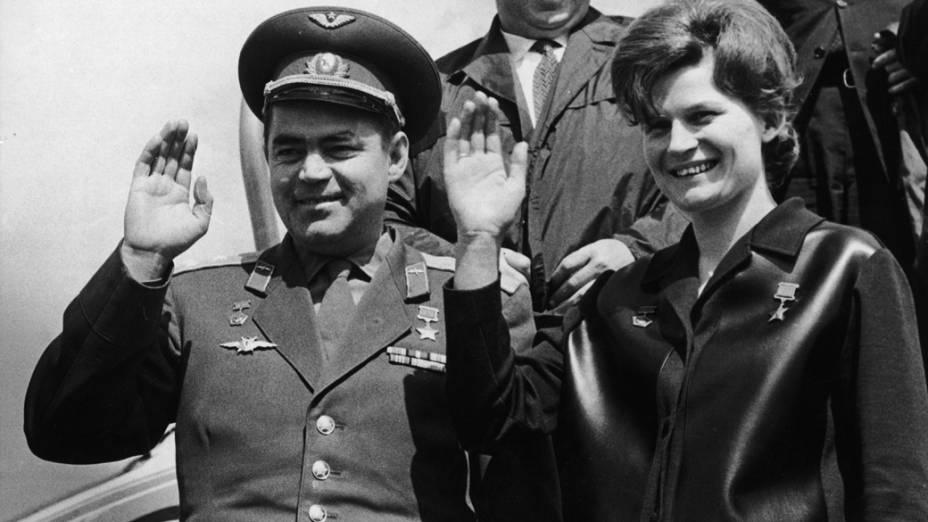 <p>O astronauta Andrian Grigoryevich Nikolayeve sua mulher Valentina Tereshkova, a primeira mulher a ir ao espaço</p>
