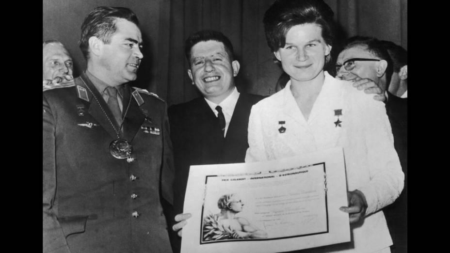 <p>Valentina Tereshkova, a primeira mulher a ir ao espaço, recebe o Prêmio Internacional Galabert de Astronáutica</p>
