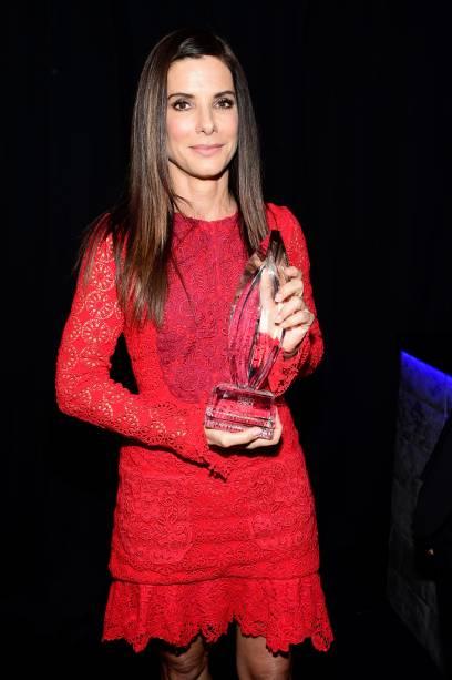 Sandra Bullock ganha como melhor atriz no People's Choice Awards 2016