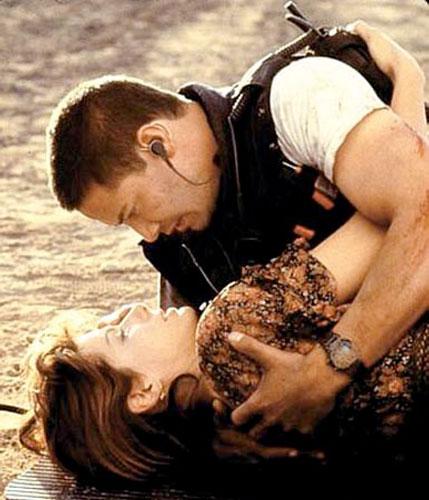 Em <em>Velocidade Máxima</em> (1994) ela foi elogiada pela sua atuação ao lado de Keanu Reeves.