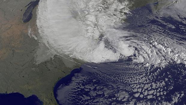 Do espaço, é possível ver o Sandy cobrir a costa nordeste dos EUA
