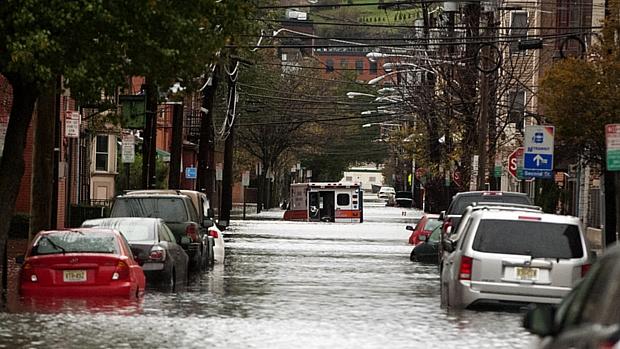 Inundação causada pela tempestade atingiu até ambulância em Hoboken, Nova Jersey