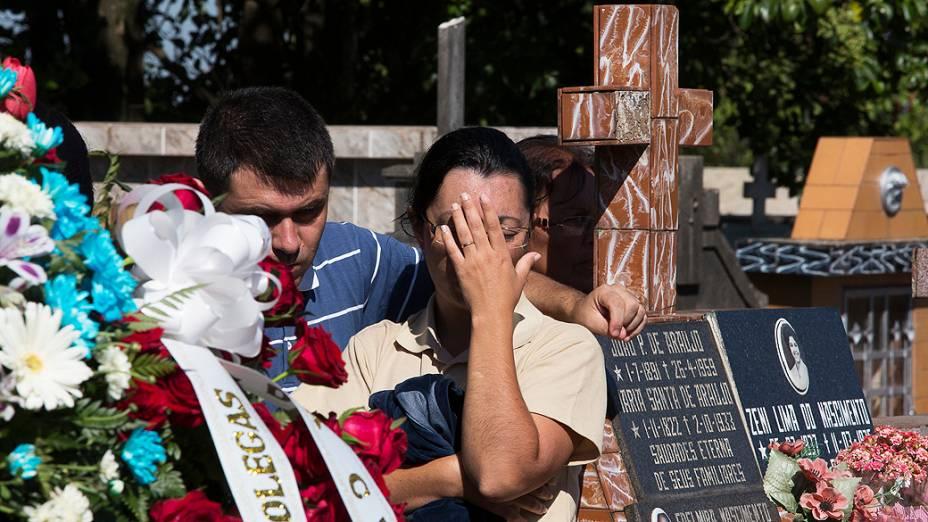 Vítimas de incêndio em boate são enterradas em Santa Maria (RS)