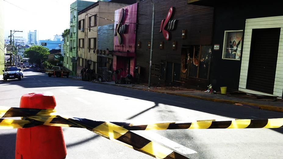 A rua dos Andradas, no centro de amanheceu isolada pela polícia. Os peritos estão no local, recolhendo material e examinando os escombros