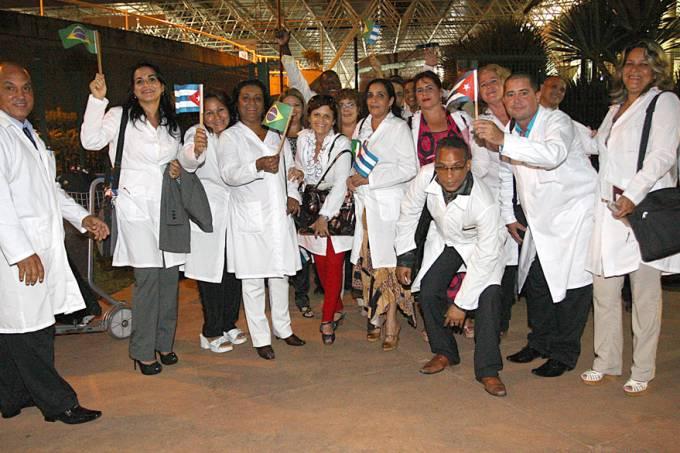 saude-mais-medicos-cubanos-brasilia-20131003-01-original.jpeg