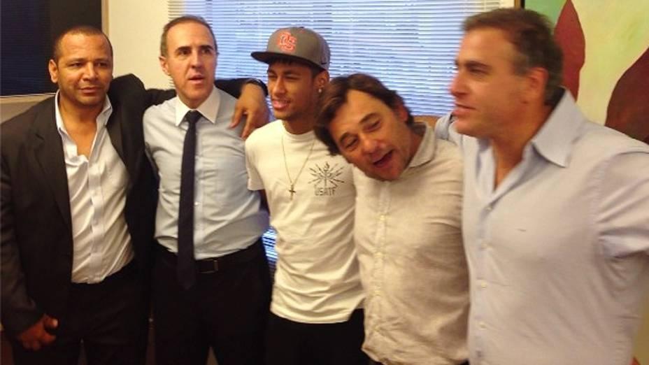 Neymar Pai, empresário do jogador Wagner Ribeiro, Jogador Neymar e os empresário do Barcelona, Raul Sanllehí e André Cury