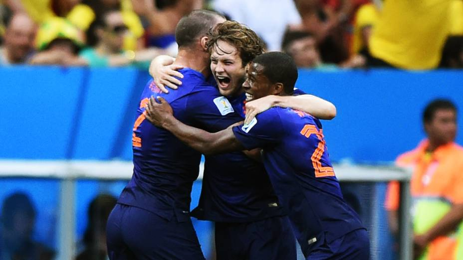 Jogadores da Holanda comemoram o segundo gol contra o Brasil, no Mané Garrincha em Brasília