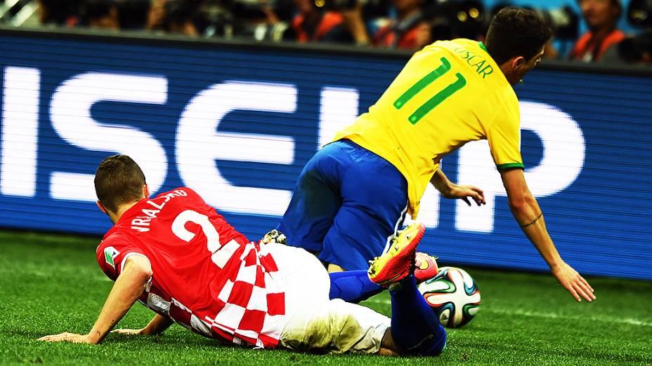 Oscar sofre falta de um jogador da Croácia no Itaquerão, em São Paulo