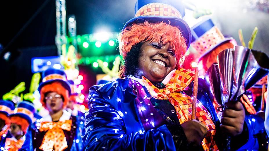 Desfile da escola de samba Grande Rio pelo Grupo Especial do Carnaval do Rio de Janeiro, no Sambódromo da Marquês de Sapucaí, no Rio de Janeiro, na madrugada deste domingo (3)