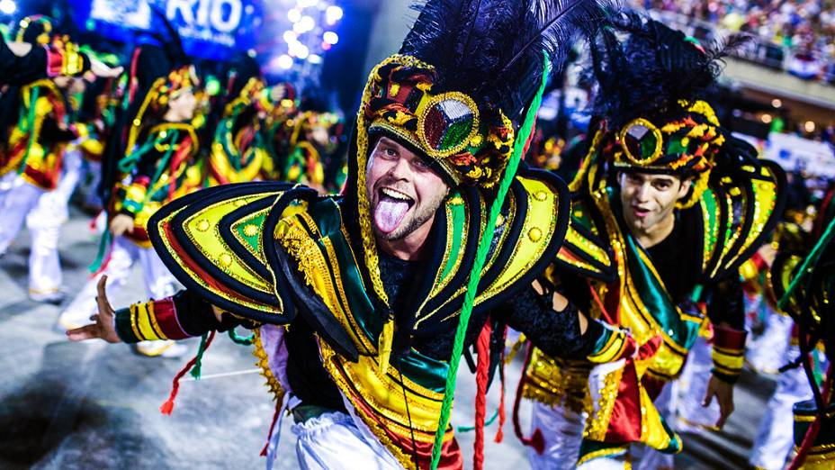 Desfile da escola de samba Império da Tijuca pelo Grupo Especial do Carnaval do Rio de Janeiro, no Sambódromo da Marquês de Sapucaí, no Rio de Janeiro, na madrugada deste domingo (3)