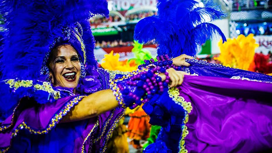 Desfile da escola de samba Mangueira pelo Grupo Especial do Carnaval do Rio de Janeiro, no Sambódromo da Marquês de Sapucaí, no Rio de Janeiro, na madrugada deste domingo (3)