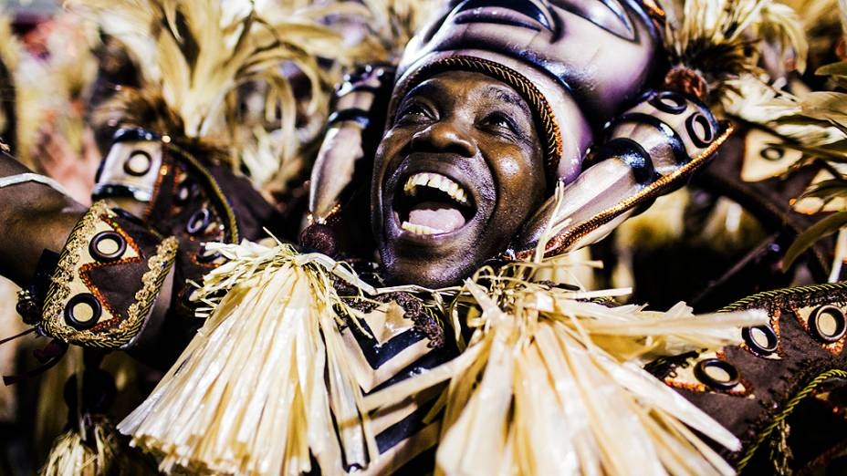 Desfile da escola de samba Salgueiro pelo Grupo Especial do Carnaval do Rio de Janeiro, no Sambódromo da Marquês de Sapucaí, no Rio de Janeiro, na madrugada deste domingo (3)