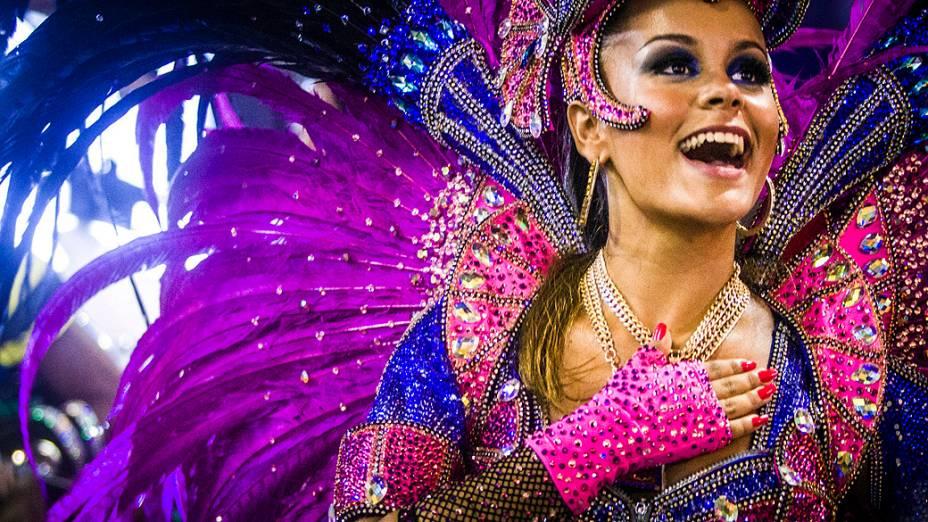 Desfile da escola de samba São Clemente pelo Grupo Especial do Carnaval do Rio de Janeiro, no Sambódromo da Marquês de Sapucaí, no Rio de Janeiro, na madrugada deste domingo (3)