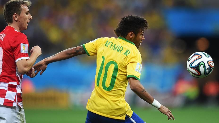 Neymar em lance no jogo contra a Croácia no Itaquerão, em São Paulo
