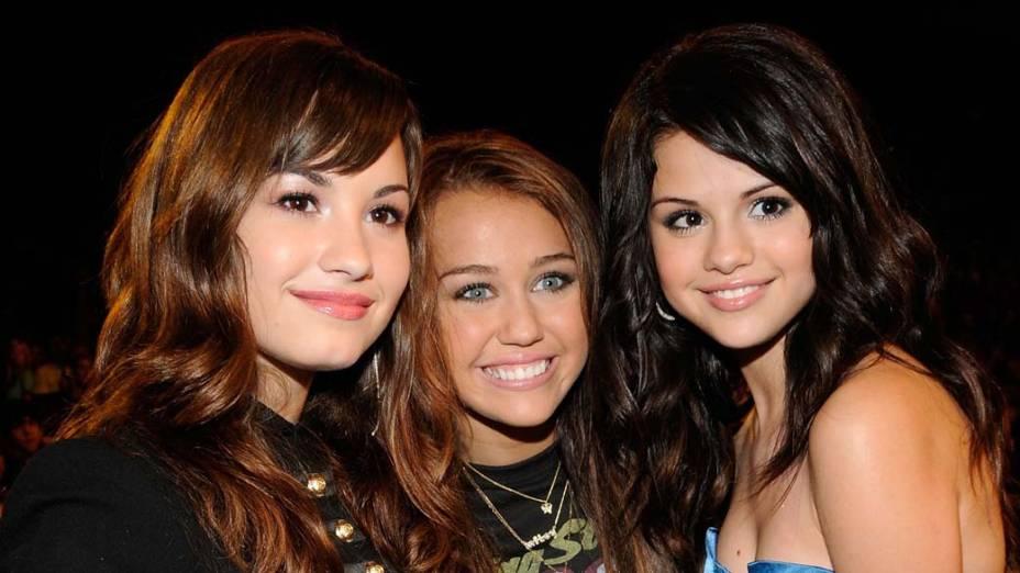 Demi Lovato, Miley Cyrus e Selena Gomez no Teen Choice Awards em 2008