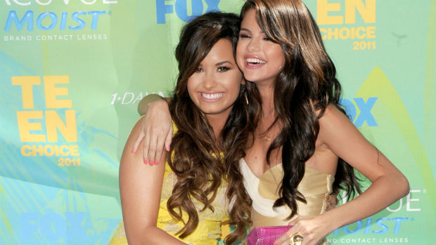 Demi Lovato com a amiga Selena Gomez, em 2010