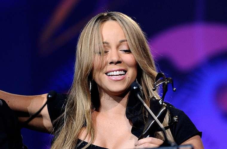 Ainda na terça, a cantora e atriz Mariah Carey aparentou estar bêbada ao receber o prêmio de revelação no Festival Internacional de Cinema de Palm Springs.