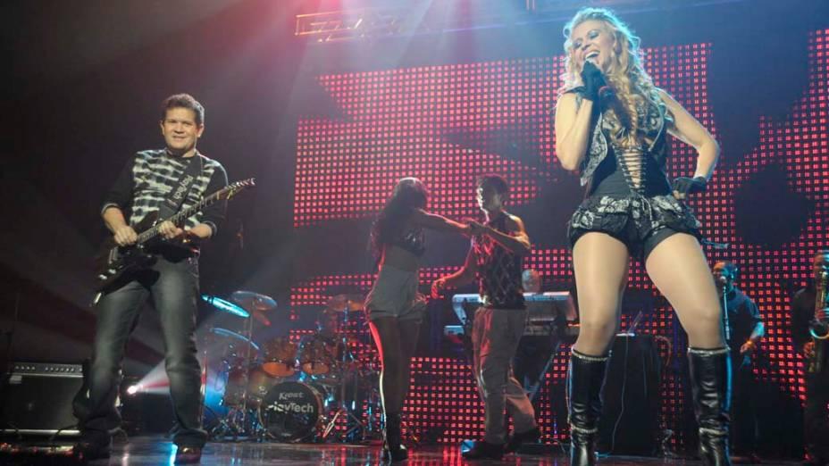 A música da abertura, de Leandro e Leonardo, foi regravada por Joelma, da banda Calypso