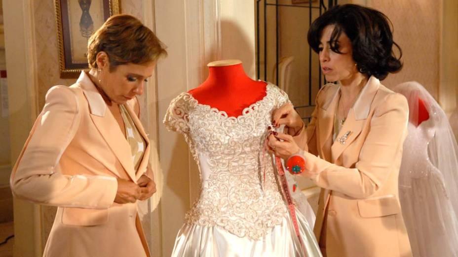 Fátima e Sueli trabalham numa loja de vestidos de noiva. A proximidade com os vestidos é uma ironia, já que as duas não conseguem ter um relacionamento sério