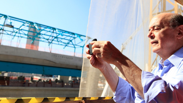 Serra fotografa obras do monotriho: promessa de obras estaduais