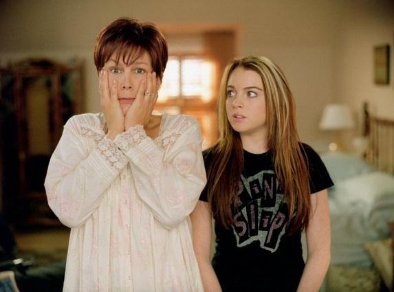 Lindsay Lohan e Jamie Lee Curtis em cena de Sexta-Feira Muito Louca, de 2003